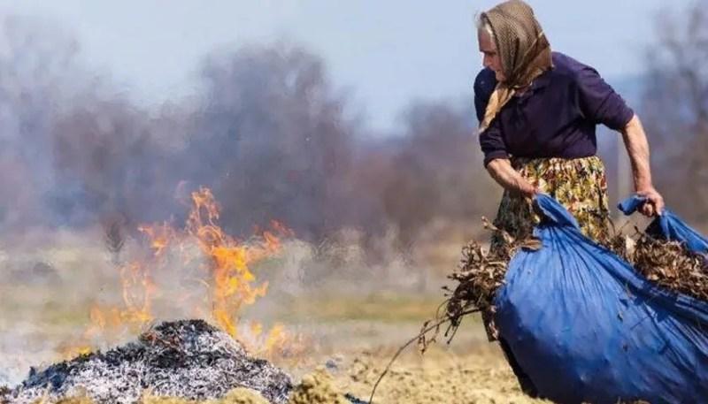 Сільські жителі масово спалюють листя і сміття з городів