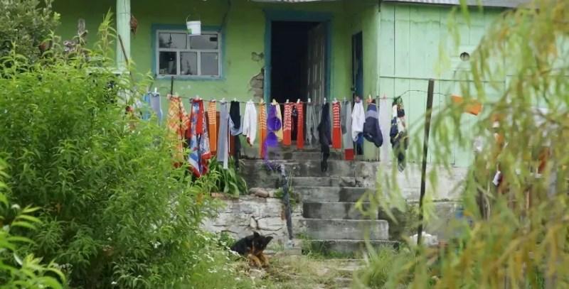 """Ведучий шоу """"Орел і Решка"""" показав, як живуть в Мексиці."""