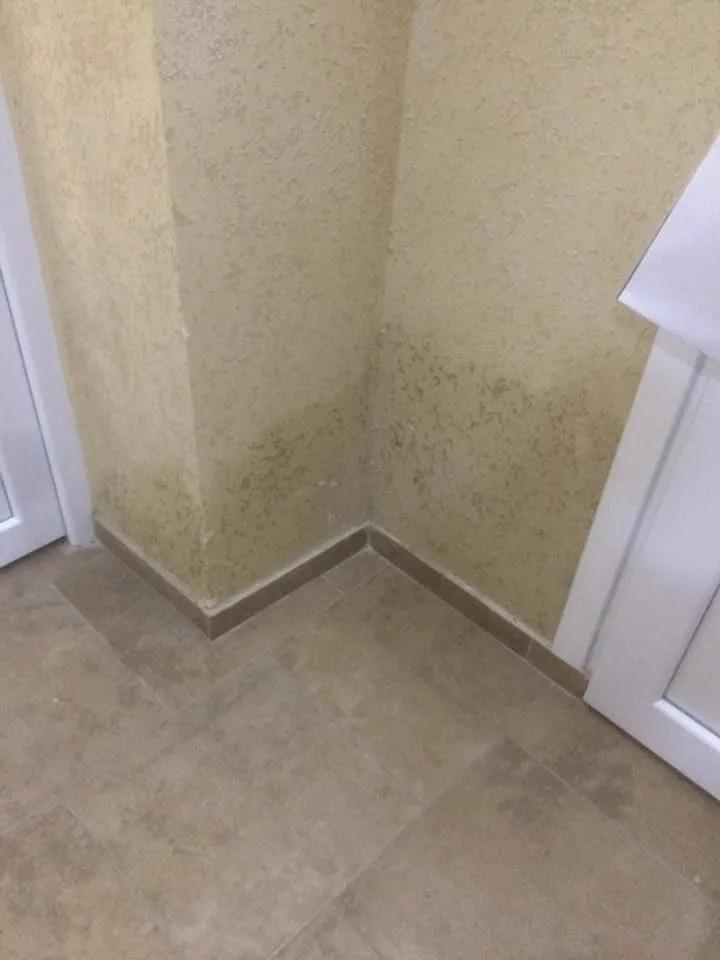 Відремонтовані стіни вже стоять мокрими