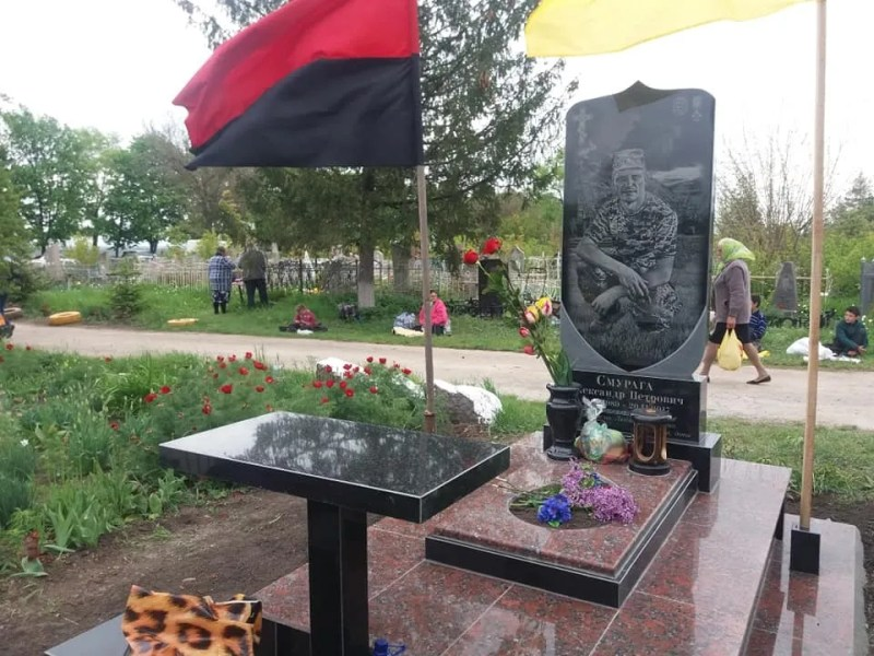 Горювала і поставила пам'ятник: як фальшива вдова привласнила мільйон за загибель героя АТО