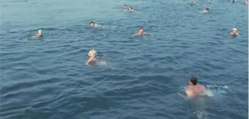 Apa din mare era groaznică rece