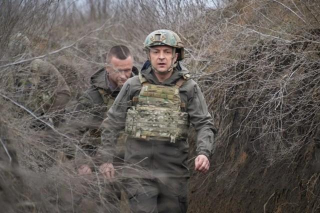 Президент провел второй день на Донбассе