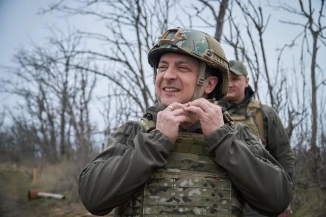 Зеленский посетил позиции на переднем крае обороны