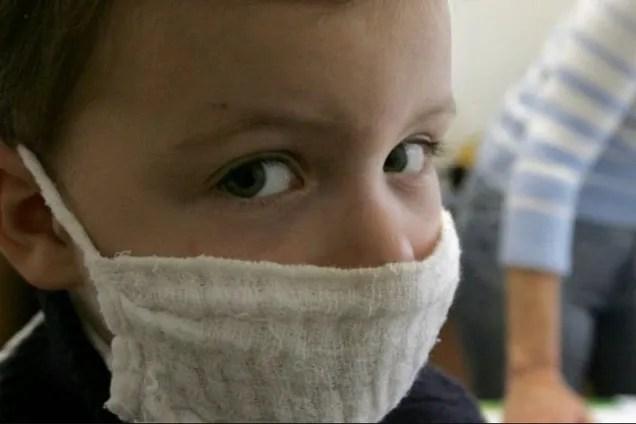 Среди больных трое детей: что известно о зараженных коронавирусом украинцах