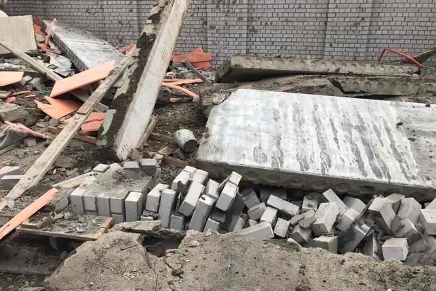В России произошел обвал на стройке ТЦ: есть жертвы. Фото ...