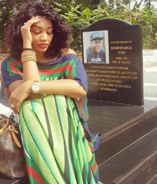 She loved him so much! Zari Hassan visits Ivan's grave and it's just saddening(photo)