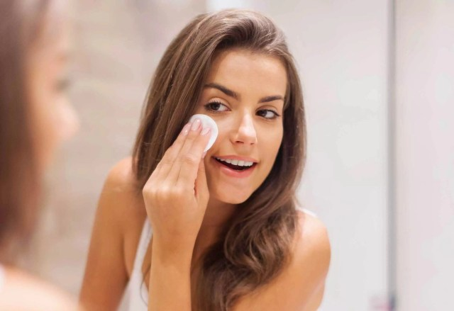 30 Second Daily Skin Care Tips That Will Make You Look 10 Years Younger