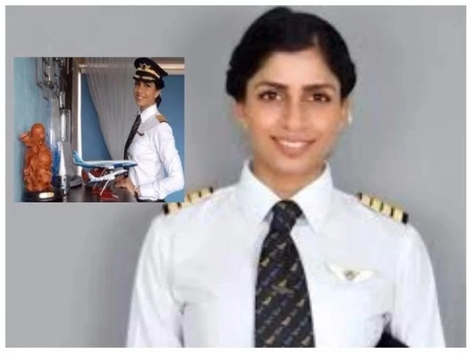 Boeing 777 Woman with a Boeing 777