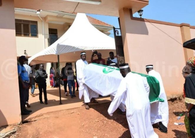 zari hassan mum burial photos