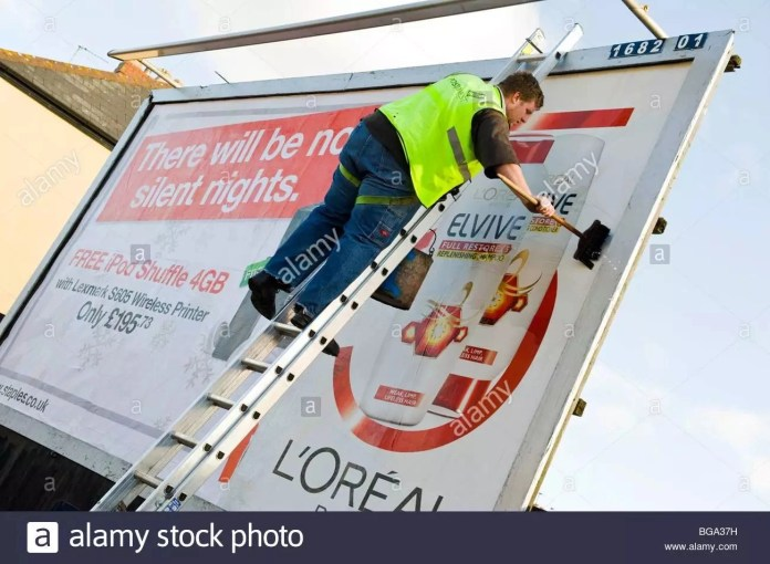 Using of ladders to put up advertising banners in the town centre is not safe – Health and Safety Council Boss