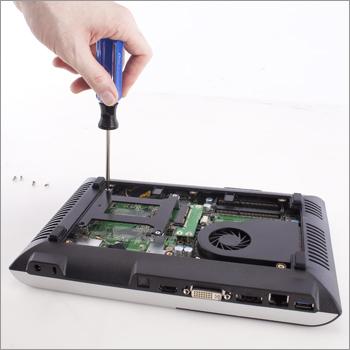 3) Отвинтите кронштейн жесткого диска.