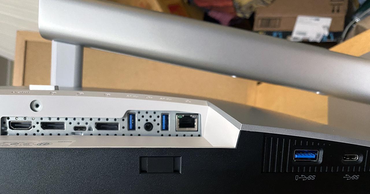 Монитор-концентратор Dell UltraSharp с 24 портами USB-C (U2421E)