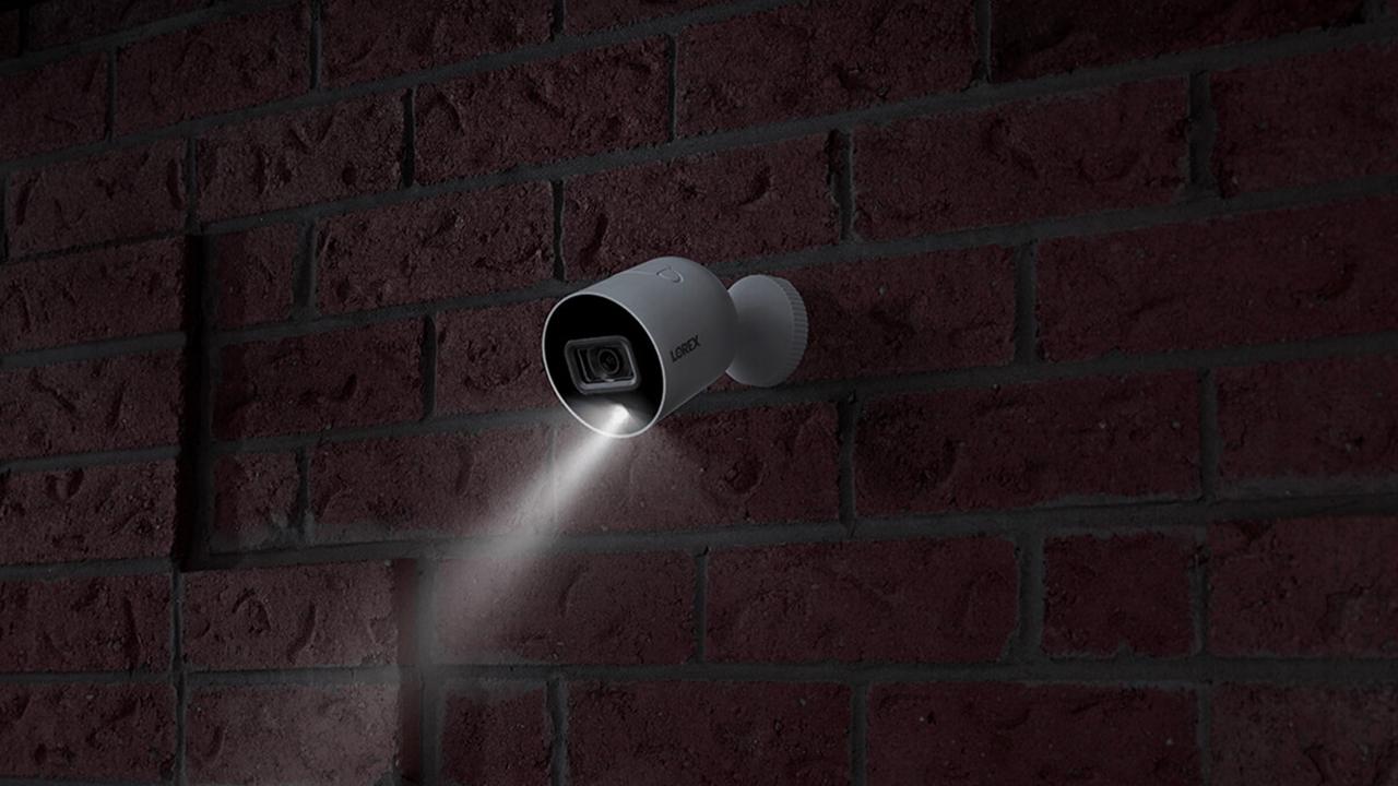 Умная уличная Wi-Fi камера Lorex W281AA-W ночного видения