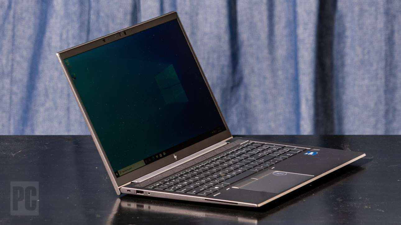 HP ZBook Firefly 15 G8, левый угол