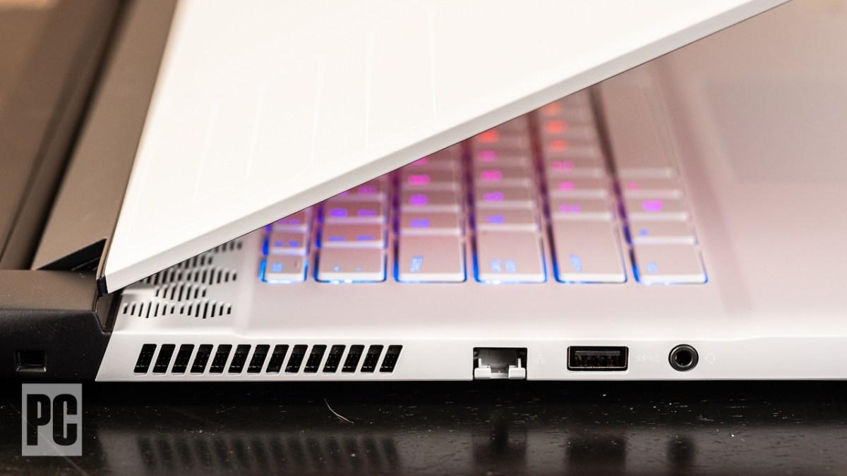 Alienware m15 R4 left ports