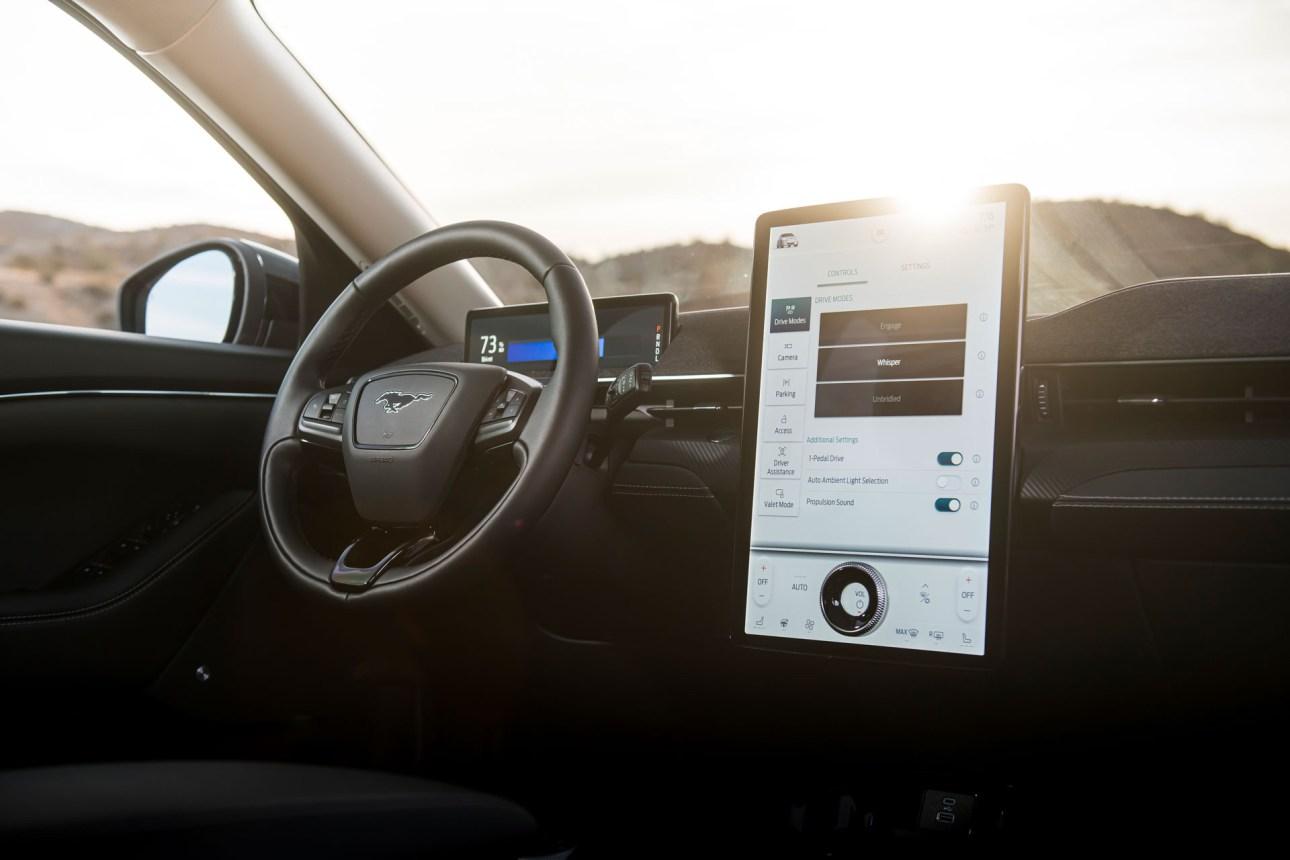 Сенсорный экран Ford Mustang Mach-E 2021 года