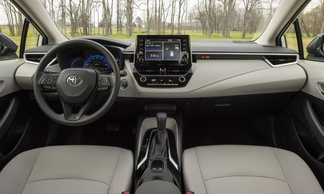 Toyota Corolla Hybrid LE 2020 интерьер
