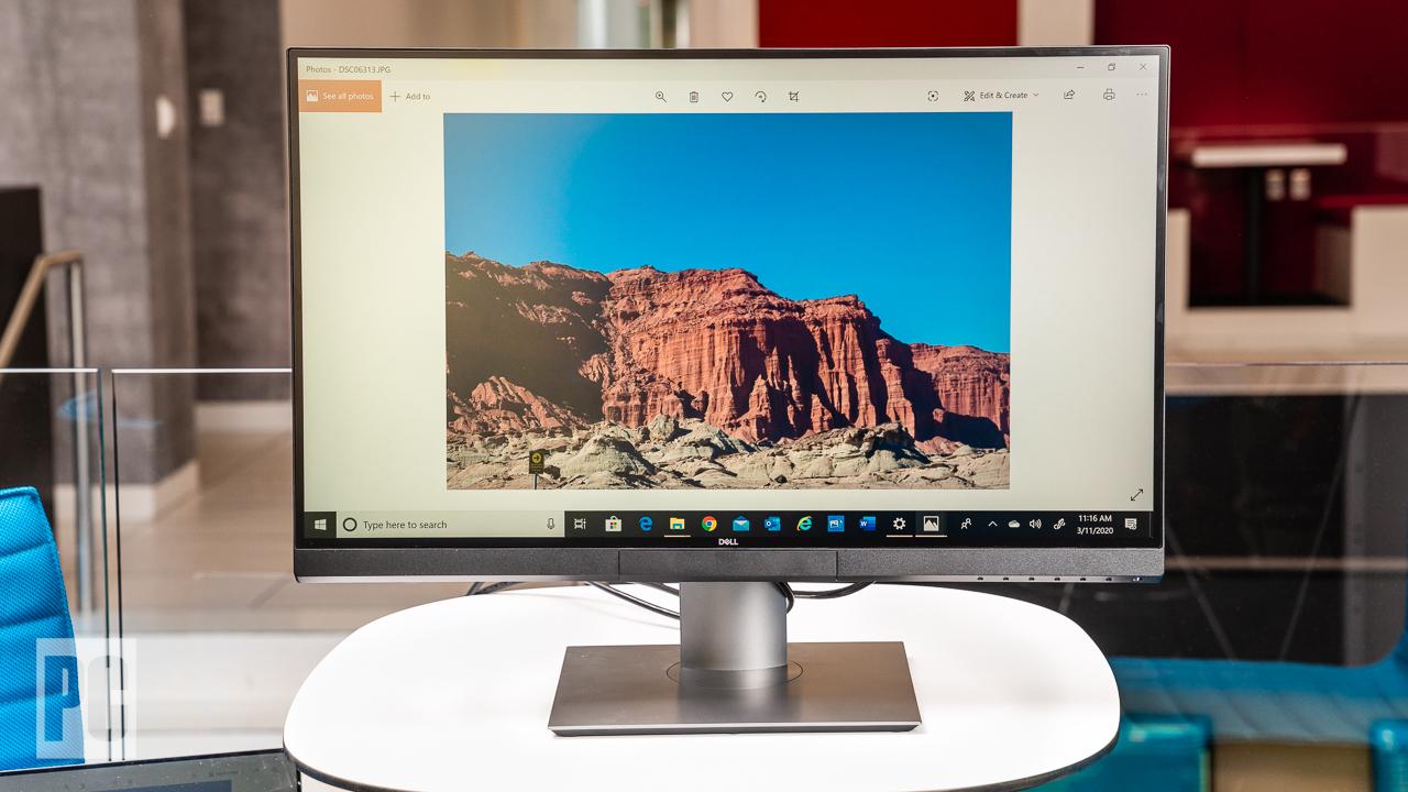 Dell UltraSharp 27 4K PremierColor (UP2720Q), вид спереди