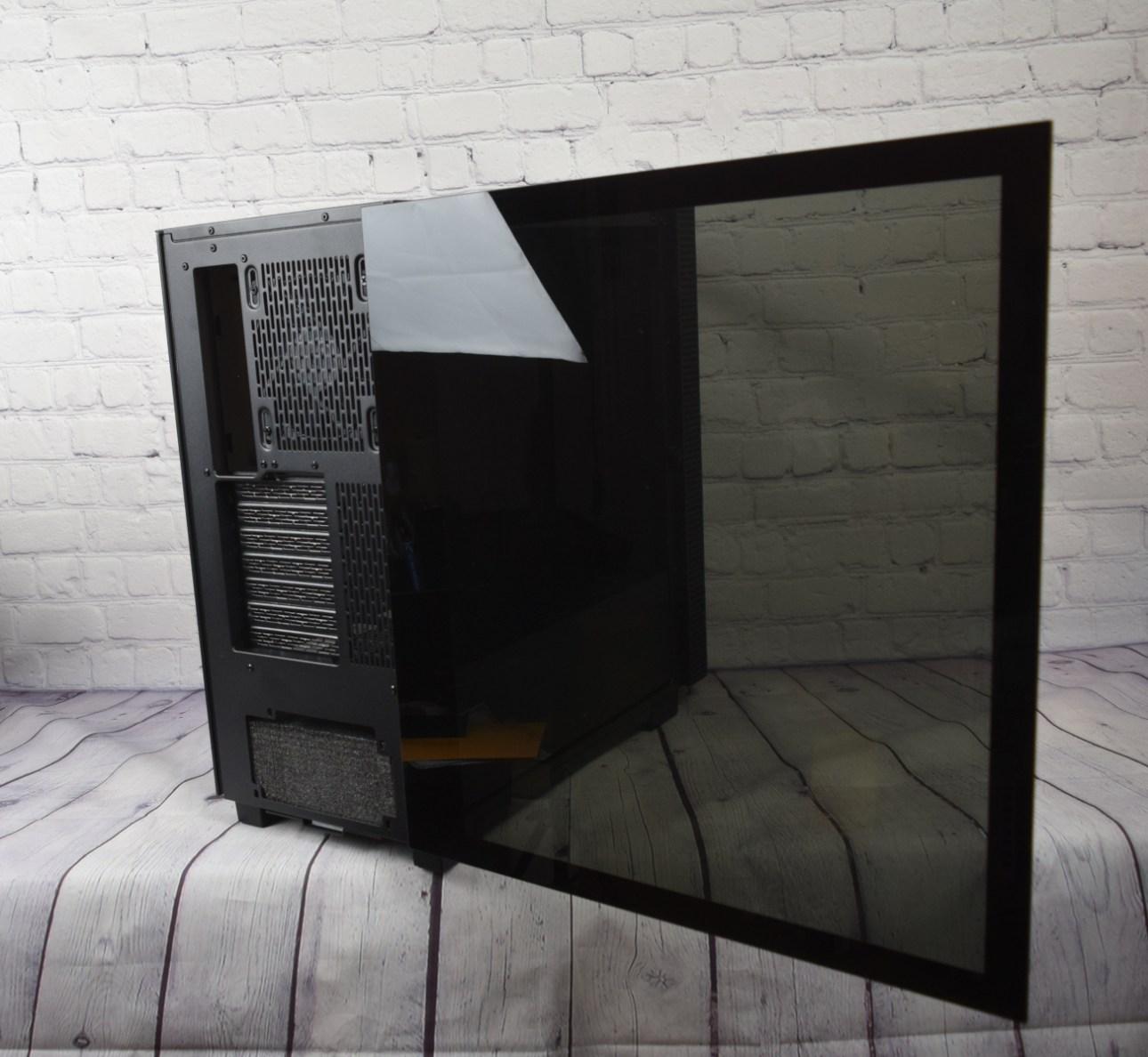 Стеклянная дверца Razer Tomahawk ATX