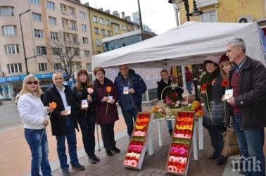 Жени ГЕРБ-София зарадваха с гербери дамите в столицата по случай 8-ми март