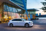 2020-Hyundai-Ioniq-Electric-24