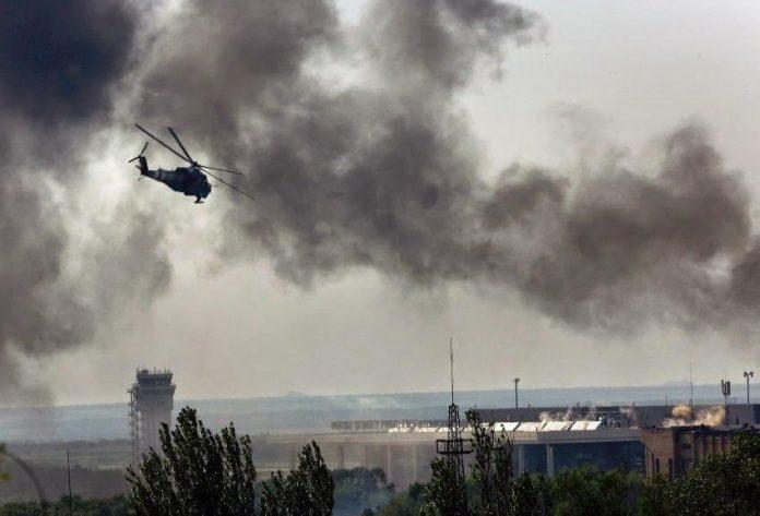 A Donyeck elleni első ukrán légitámadás, 2014. május 26-án. Az, új népi hatalom a függetlenségi népszavazás után követelte az ukrán hadsereg távozását - egyebek mellett Donyeck, a főváros repülőteréről. Mivel az ukrán hadsereg erre nem volt hajlandó, a népfelkelők egységei erővel próbáltak érvényt szerezni követelésüknek, és 2014. május 26-án reggel elfoglalták a repülőtér egy részét. Erőik azonban kevésnek bizonyultak - az ukrán légierő mozgását senki és semmi nem korlátozta. Így megostromolták a repülőtérnek a népfelkelők által elfoglalt részét. Egyszersmind terrortámadást intéztek a város békés lakossága ellen: rakétákkal, géppuskákkal lőtték a békés, gyanútlan embereket, akiket a támadás teljesen váratlanul ért. A légitámadás mellett a városban szétszóródott orvlövészek is tüzeltek az emberekre. Negyvennél is többen vesztették életüket.