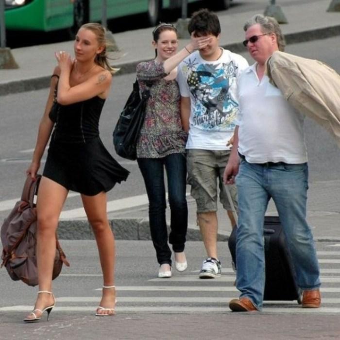 25 תמונות קורעות מצחוק הממחישות בצורה מדויקת איך קנאה נראית מהצד!