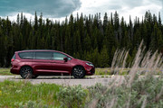 2020-Chrysler-Pacifica-Red-S-Edition-18