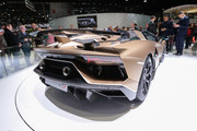 Lamborghini-Aventador-SVJ-Roadster-2