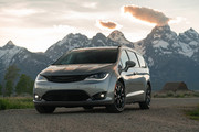 2020-Chrysler-Pacifica-Red-S-Edition-1