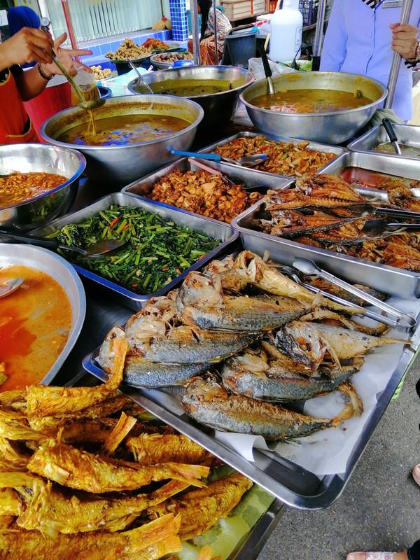 makanan di kimyong market