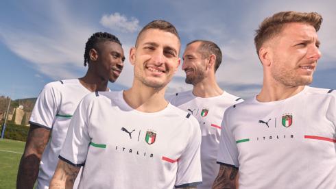 21-SS-PR-TS-Football-Italy-Away-Shirt-1920x1080px-1578