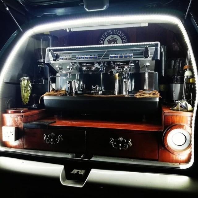 kedai kopi versi kereta