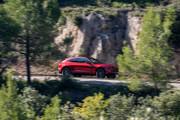 2021-Aston-Martin-DBX-34