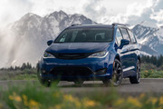 2020-Chrysler-Pacifica-Red-S-Edition-16