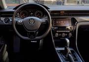2020-Volkswagen-Passat-2