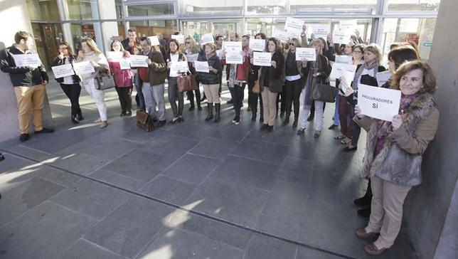 Concentración de procuradores en los juzgados de Ciudad Real /Fotos Tomás Fernández