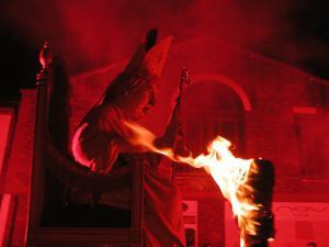 Do dziś w Anglii w dniu upamiętniającym udaremnienie katolickiego spisku prochowego pali się kukły papieża Pawła V
