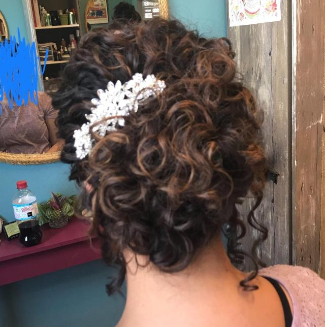 had my wedding hair trial yesterday and told my stylist i