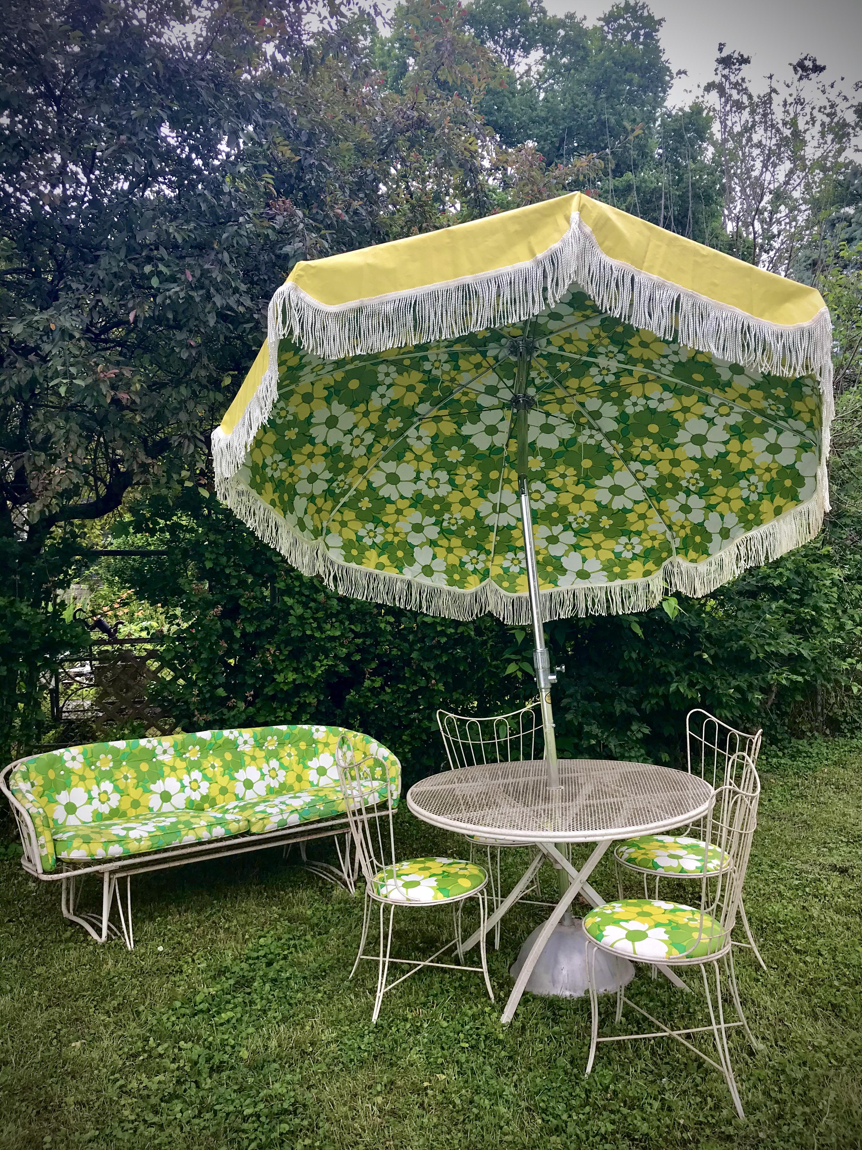 we found the perfect outdoor patio set