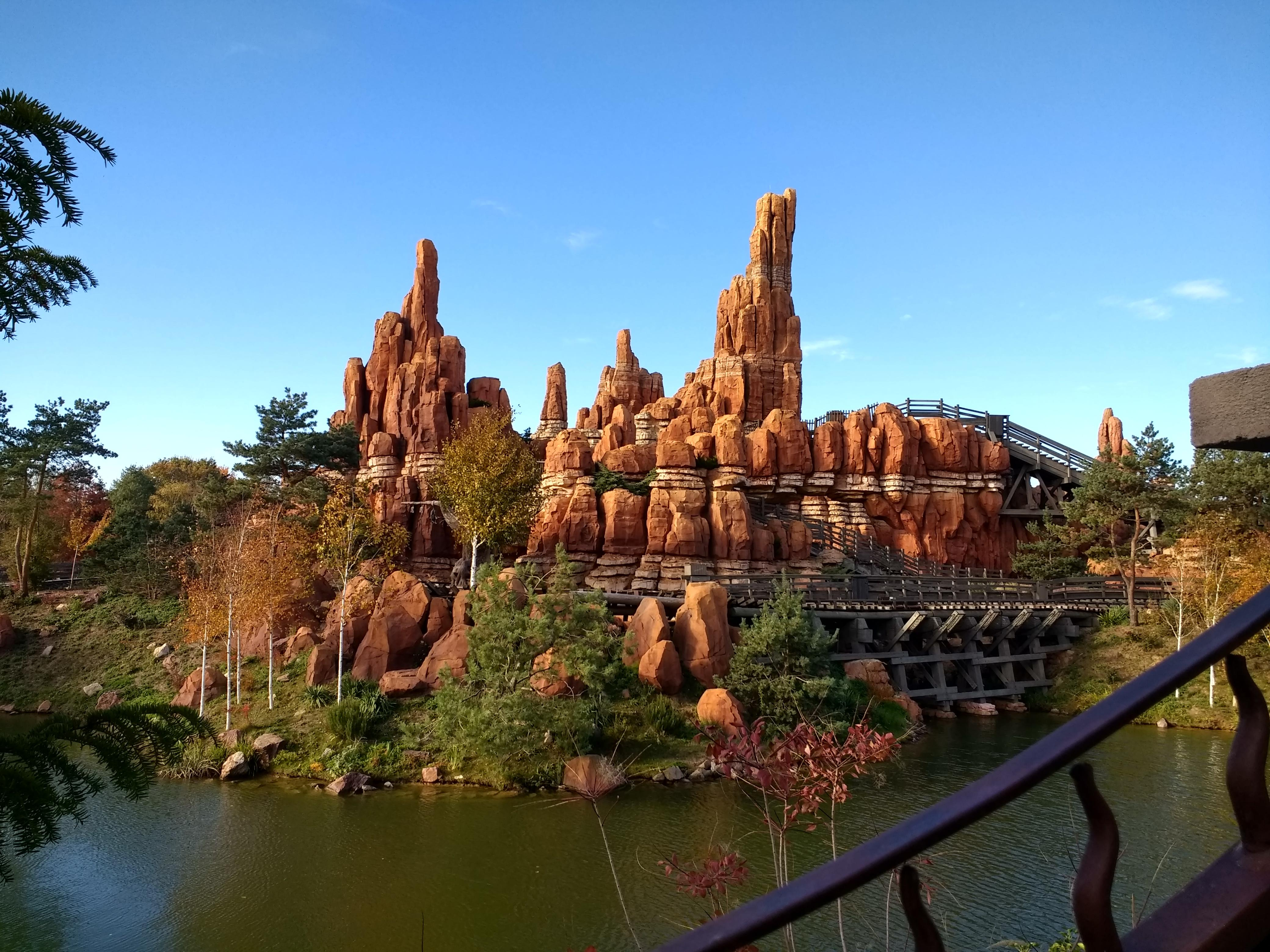Big thunder mountain closed for a lengthy and extensive refurbishment from november 2nd 2015 until december 16th 2016. Big Thunder Mountain At Disneyland Paris My First Disney Holiday Was Very Proud Of This Photo Disney