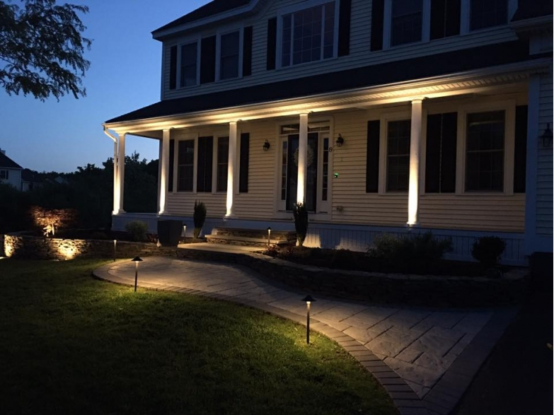 solar powered pillar lighting