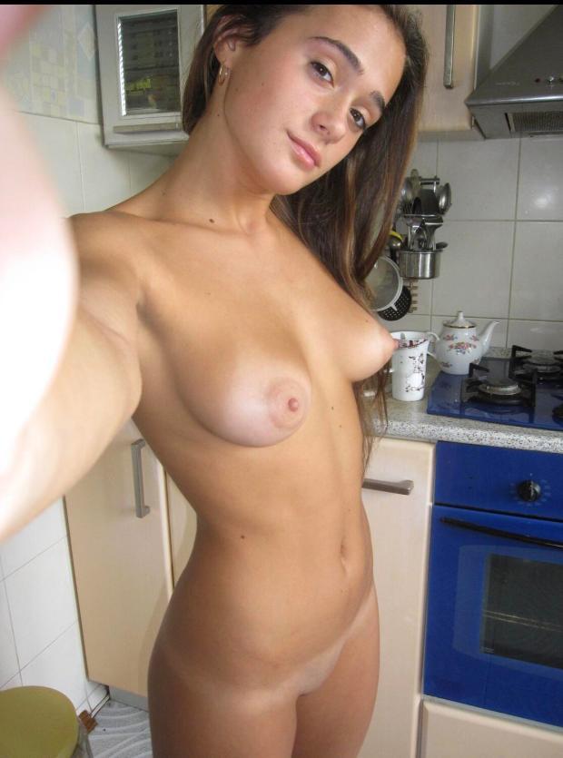 4rx448j65k911 - Nice kitchen Nude Selfie