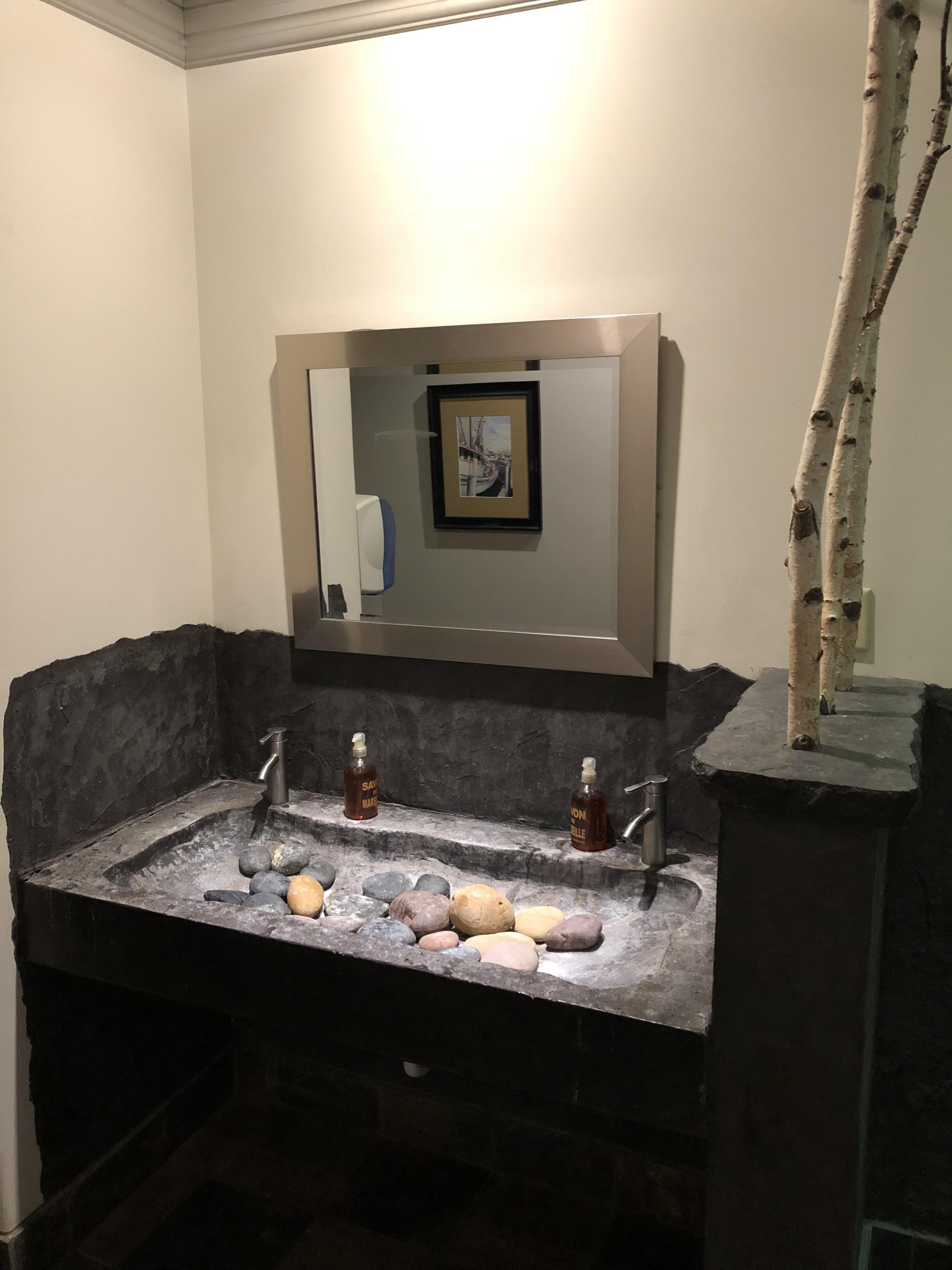 this bathroom in michigan has rocks in