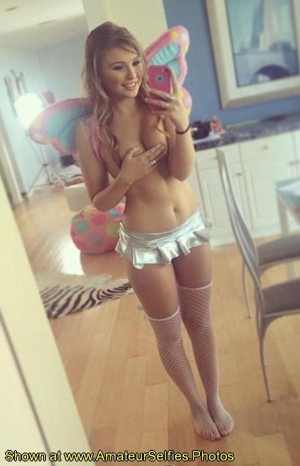 eq9viojxqs3z - Faerie Nude Selfie