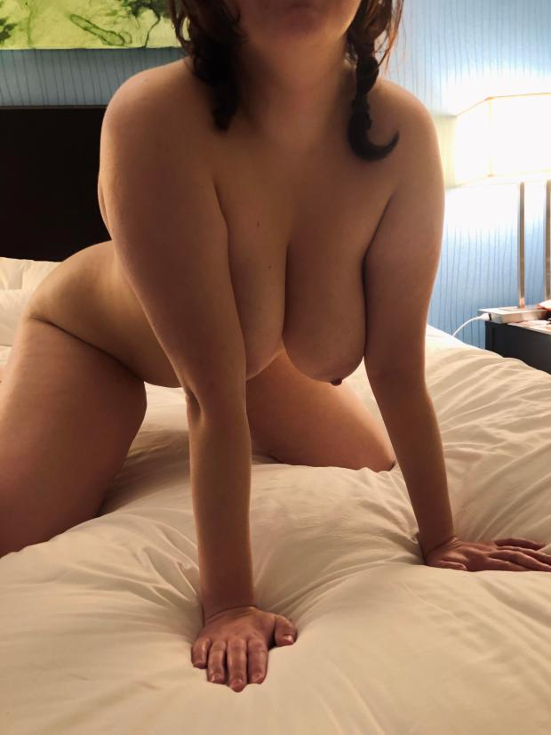 ewtzzi5duc141 - Playing at a casino. Come hit my jackpot? (F) Nude Selfie