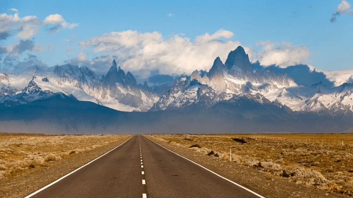 On the road to the Cerro Torre and Fitz Roy mountains, Argentina [2560 x 1440]