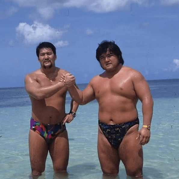 Shinya Hashimoto and Masahiro Chono on the beach : SquaredCircle