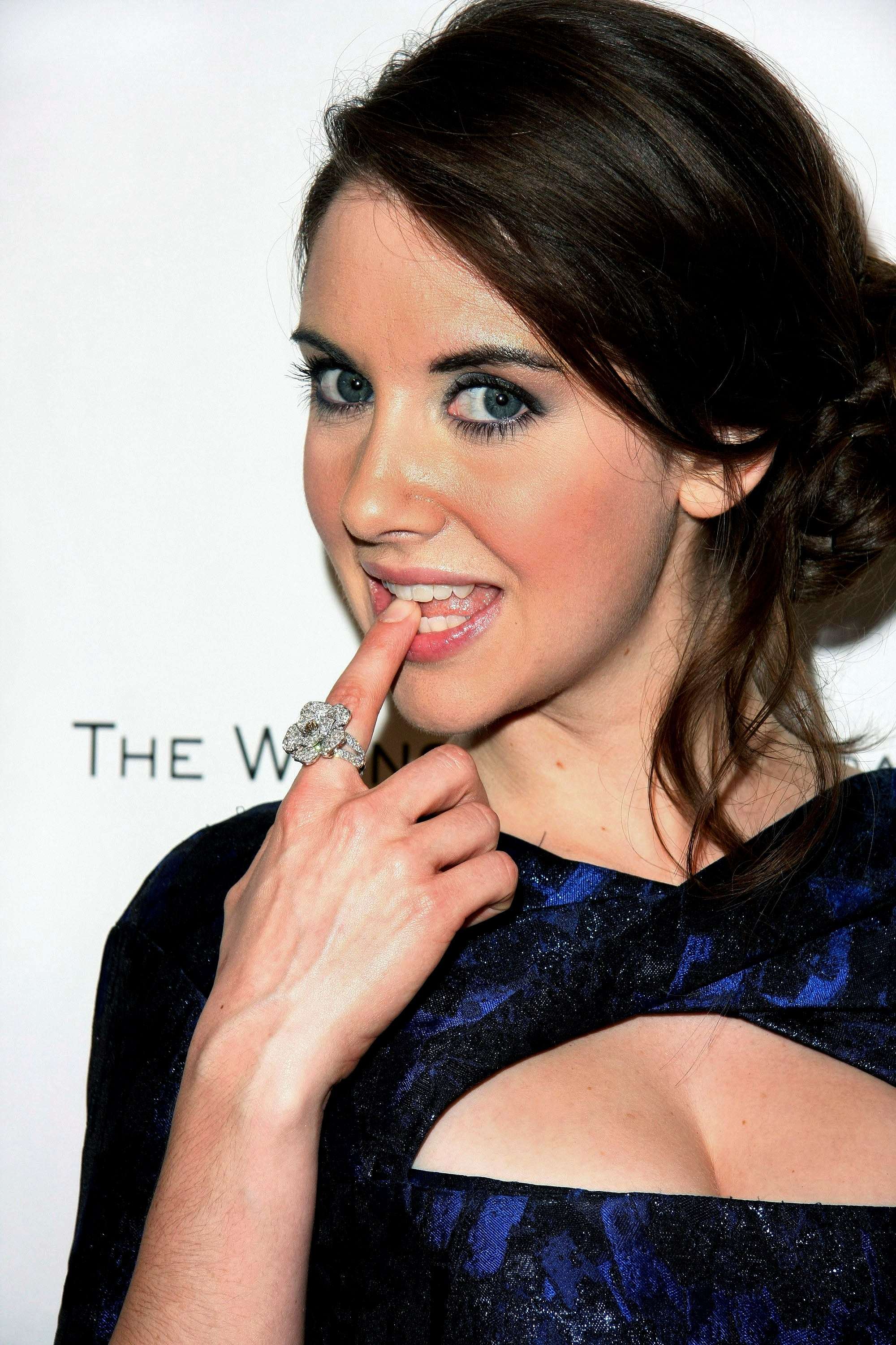 Have Yet to Find a Bad Photo of Her in 2020   Alison brie