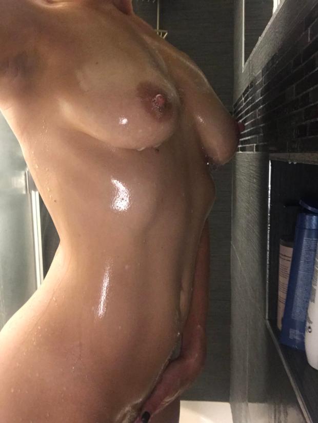 r74ztt4tu6l01 - feelin wet, how bout you? 💦 Nude Selfie